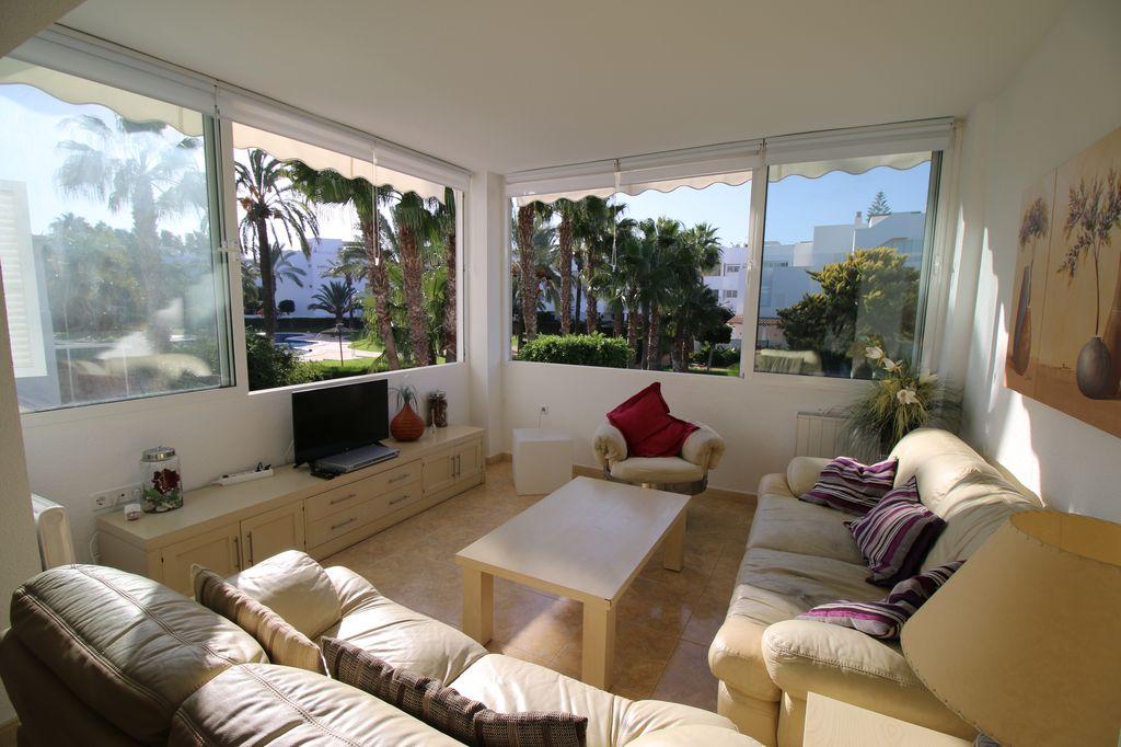 Alquiler de apartamento de 3 dormitorios en Aldea de Puerto Rey Vera playa RA583